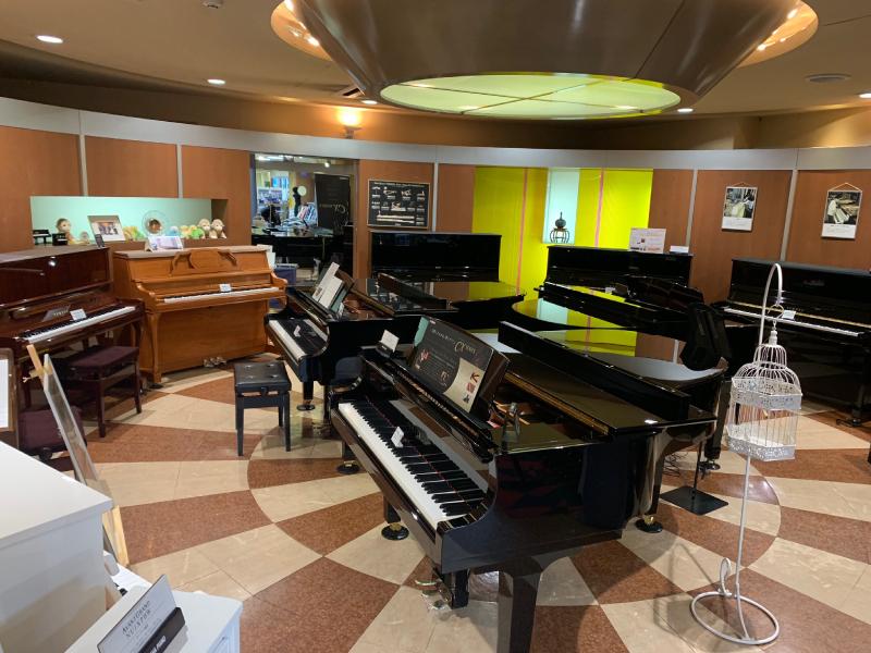 本店ピアノ売り場